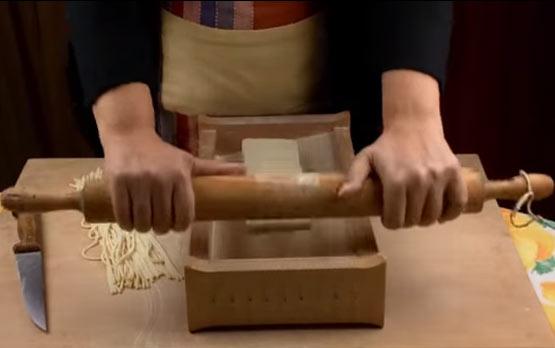 Chitarra per la pasta: come farsi in casa spaghetti e tagliatelle